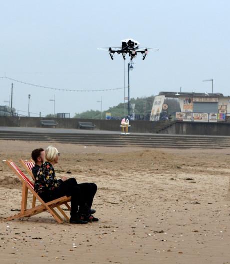 IJsje op het strand? Laat een drone langsvliegen