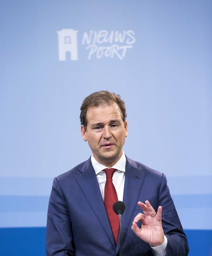 Asscher denkt nog steeds na over het PvdA-lijsttrekkerschap. Doet ie het of doet ie het niet?