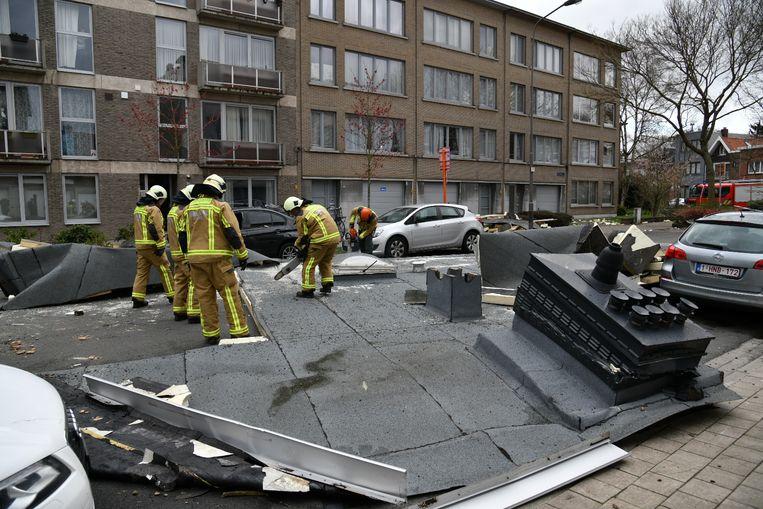Bij de storm van 10 maart vorig jaar waaide een groot stuk dak van een appartementsgebouw in Mortsel