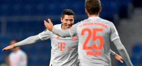 Weghorst helpt Wolfsburg aan punt met eerste treffer van het seizoen, tien man Bayern voorbij Bielefeld