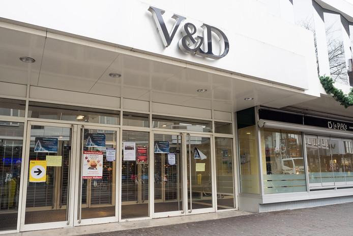 Het voormalige pand van V&D aan de Van Boetzelaerstraat in Alphen.