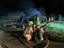 Brand verwoest schuur in Spijk