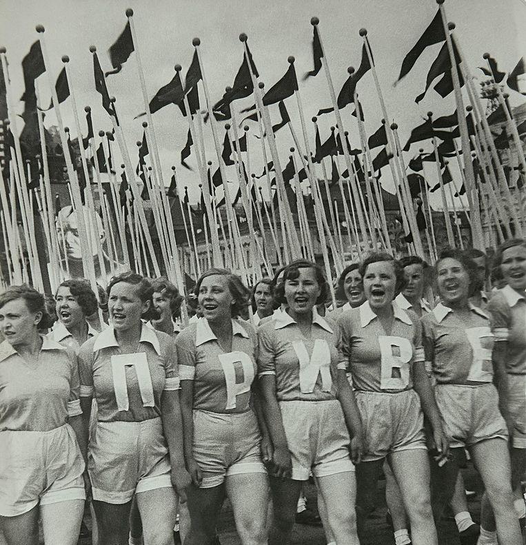 Sportparade op het Rode Plein, 1936, Alexander Rodchenko. Te zien in de tentoonstelling 'The power of pictures.' Beeld Estate of Alexander Rodchenko