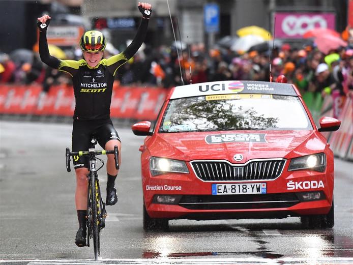 Annemiek van Vleuten wint Luik-Bastenaken-Luik.