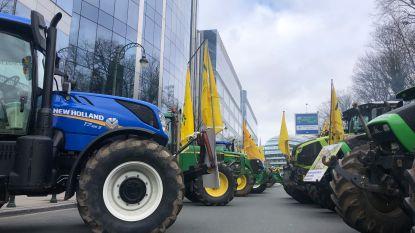 Ontevreden landbouwers strijken met 150 tractoren neer in Europese wijk