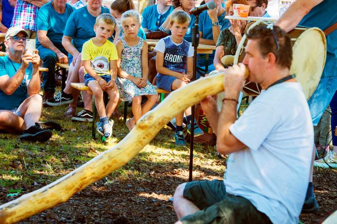 Ademloos luisteren naar het magische geluid van de didgeridoo tijdens Wolluk-Stock vorig jaar.