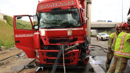 Poolse vrachtwagenchauffeur zwaargewond bij kop-staartaanrijding voor Liefkenshoektunnel