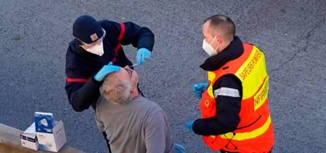 Pour entrer en France, les routiers doivent s'enfoncer des écouvillons dans le nez eux-mêmes