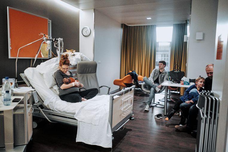 De kraamafdeling van het AZ Delta in Torhout heeft volgens het rapport te weinig bevallingen, en er zijn genoeg alternatieven in de buurt.