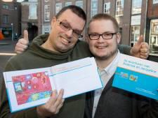 Richard en Nelson uit Tiel zijn supertrots op hun zelfgemaakte feel good-boek