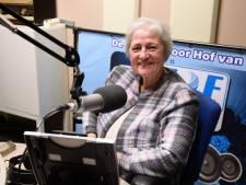 Rita praat haar luisteraars in de Hof van Twente al 25 jaar bij over het lokale kerkelijke nieuws