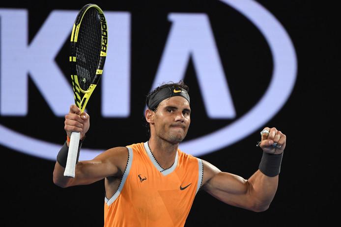 Rafael Nadal juicht nadat hij zijn zesde matchpoint heeft benut.