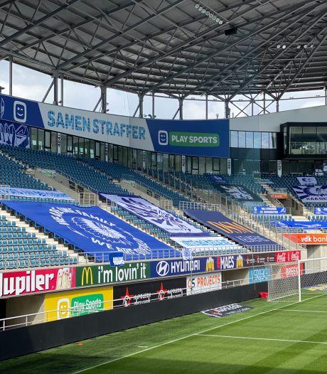 Fans leggen tribunes Ghelamco vol met spandoeken voor aankomende wedstrijd