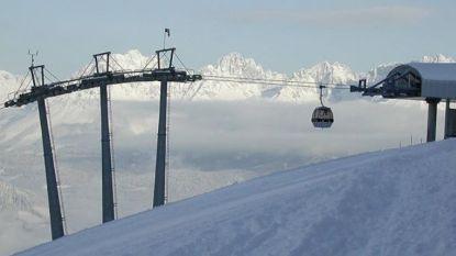 Kabelbaan in Oostenrijkse Kitzbühel valt stil door storm. Wintersporters uit hachelijke positie bevrijd