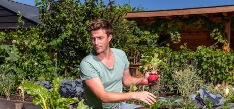 Tv-kok Hugo Kennis duikt 's nachts de moestuin in: 'Ik slaap vier uur'