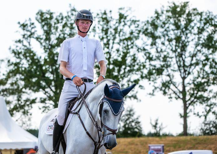 Frank Schuttert is steeds succesvoller met jonge paarden, in Opglabbeek wint hij de Grote Prijs met Kinky Boy van het Gildenhof.