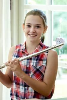 Sarah uit De Steeg speelt op het Prinsengrachtconcert in Amsterdam