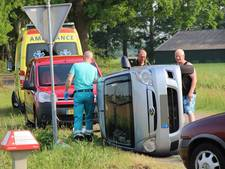 Auto op kant na ongeluk in Eibergen