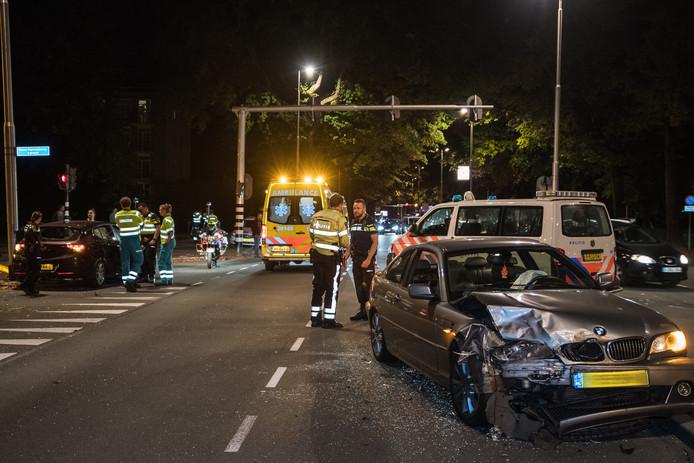 Twee gewonden bij botsing op Ringbaan West in Tilburg.