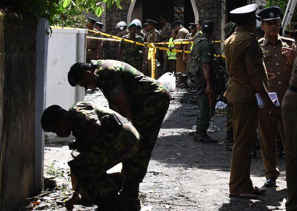 Veiligheidstroepen bij de Zionkerk waar zondag de zesde explosie plaatsvond.