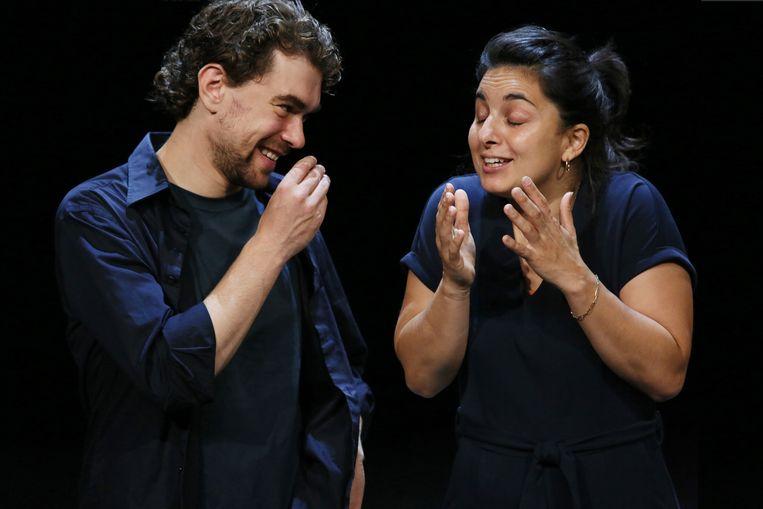 Mariana Aparicio Torres en Bram Suijker in 'Ademen'.  Beeld Sanne Peper