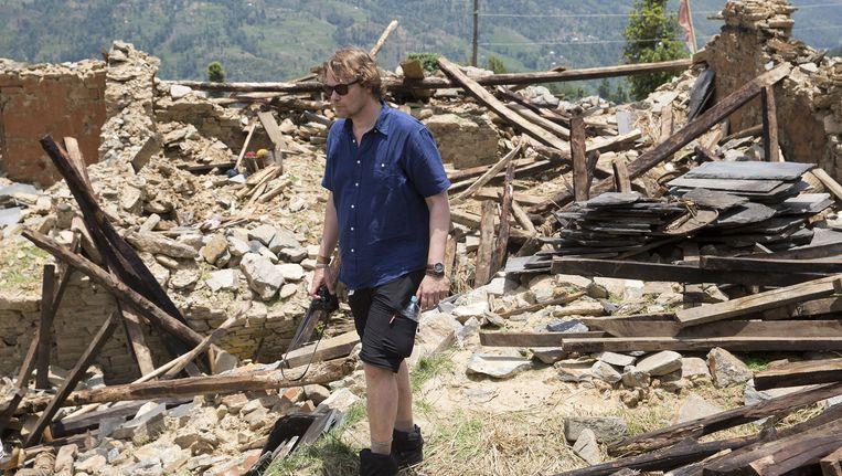 Radio-dj Gijs Staverman reisde vorige maand samen met Giro555-actievoorzitter Gijs de Vries door afgelegen dorpen in Nepal die het zwaarst werden getroffen, om te zien hoe het gaat met de mensen en met de hulpverlening na de aardbeving. Beeld anp