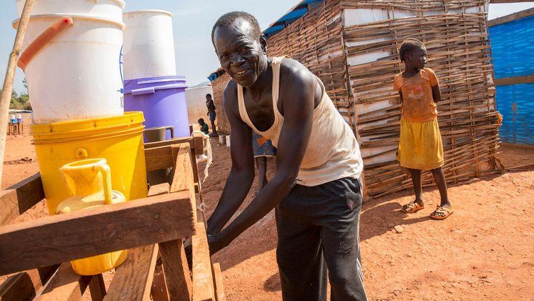 Oxfam zorgt in Zuid-Soedan voor water en sanitaire voorzieningen. Beeld Arie Kievit