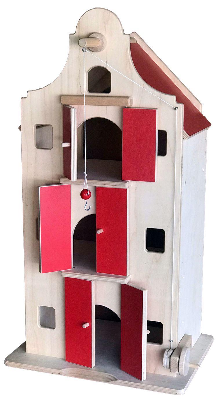 Drie verdiepingen tellend houten poppenpakhuis met open achterkant. 75 cm hoog, euro 125. elfenbos.nl  Beeld