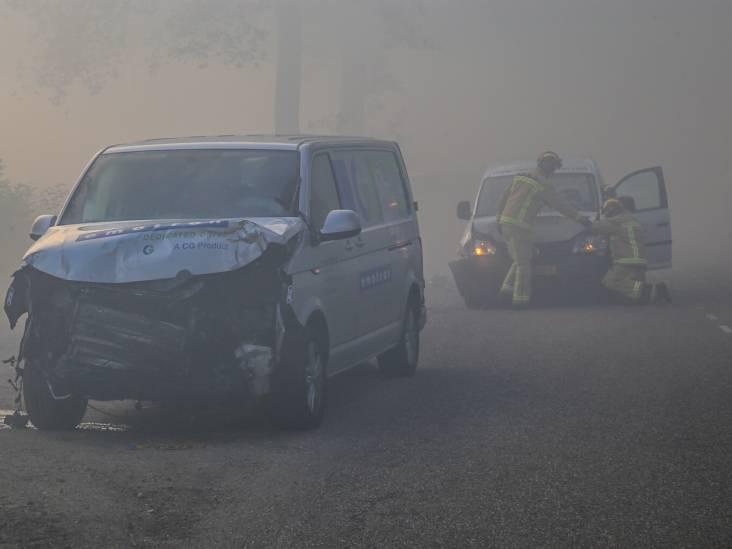 Botsing met zes auto's in Liessel: rook Peelbrand veroorzaakt slecht zicht