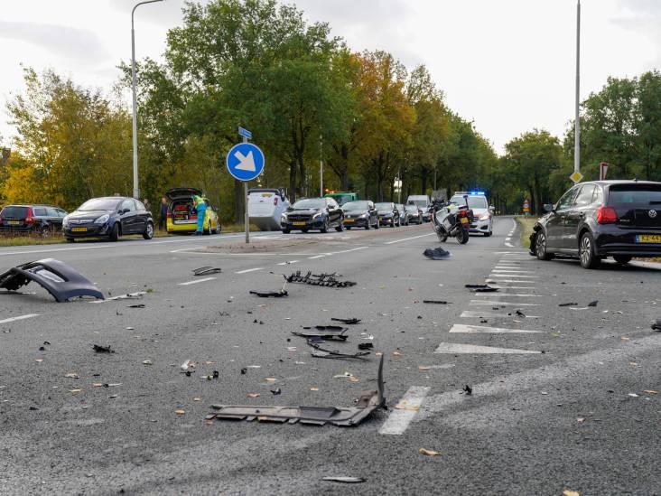 Auto op de kop bij botsing op Ketenbaan-Vijf Eikenweg in Oosterhout