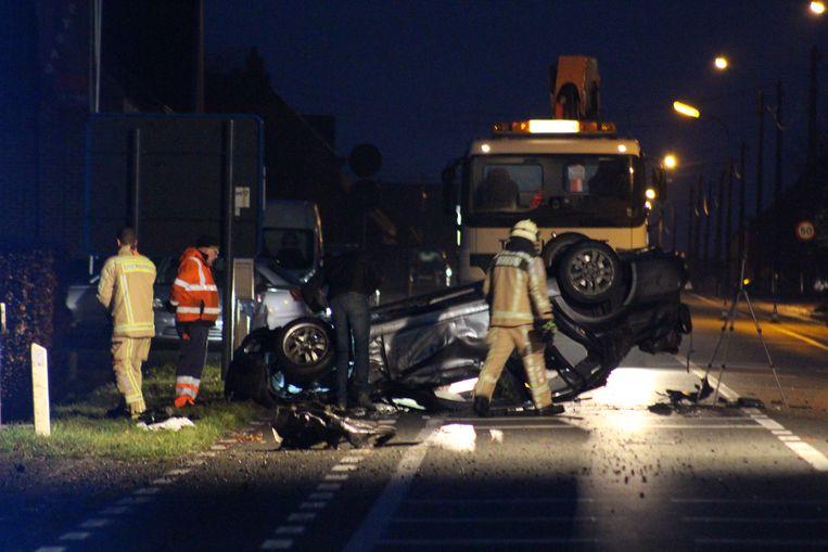 Enkele dagen geleden ramde een BMW nog een gevel en een boom in Ichtegem. Daarbij kwam een jonge vrouw om het leven.