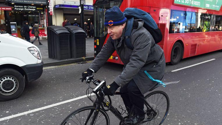 Burgemeester Boris Johnson op de fiets in Londen. Beeld epa