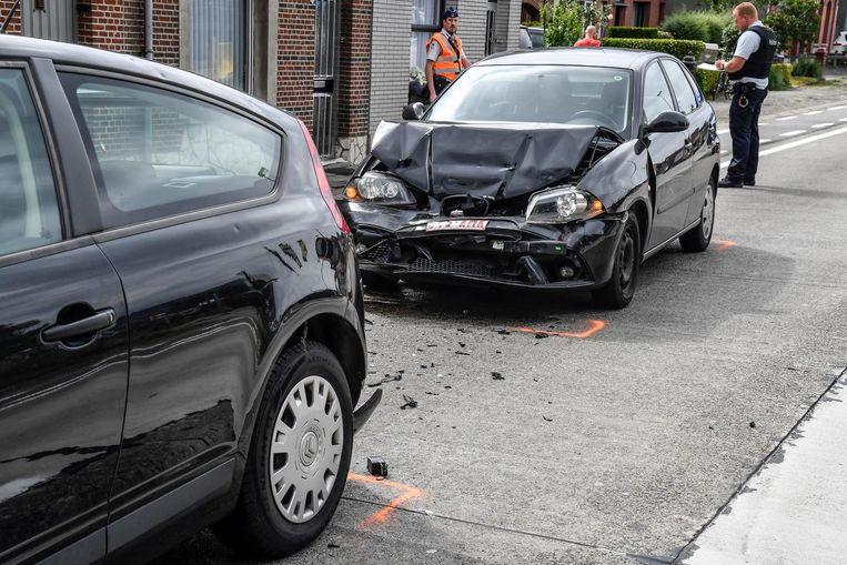 Tijdens het ongeval raakte niemand gewond, maar waren de wagens wel erg beschadigd.