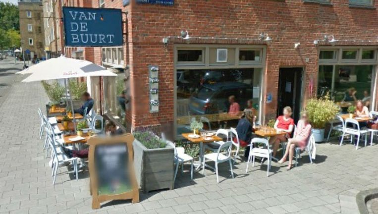 In het Amsterdamse café Van de Buurt in West komen eens in de zoveel tijd mensen die stotteren bij elkaar. Beeld Google Street View