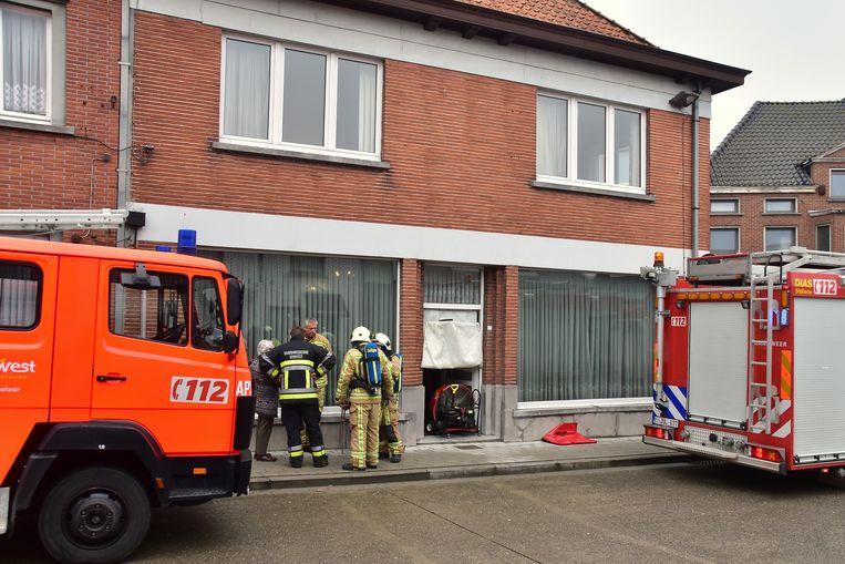 De brandweer ventileerde de hoekwoning, zodat alle schadelijke gassen geneutraliseerd werden.