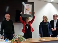 Het is koppermaandag, dus de burgemeester van Etten-Leur krijgt een kopperprentje