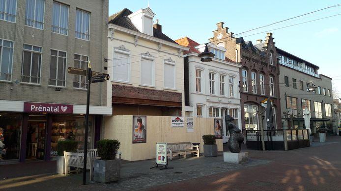Aan de Kerkstraat komt een nieuw Italiaans restaurant, in het pand waar vroeger Maxwell zat. De voorgevel wordt in oude luister hersteld.