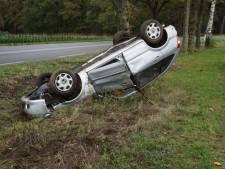 Auto slaat over de kop in Winterswijk en komt tot stilstand in sloot