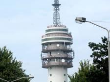 De tv-toren van Roosendaal krijgt een roos