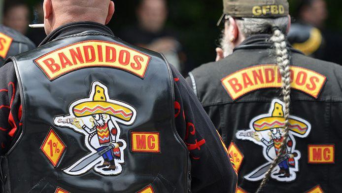 Dit soort uiterlijk vertoon door leden van door de rechter verboden motorclubs is niet langer toegestaan in de gemeente Hellendoorn.