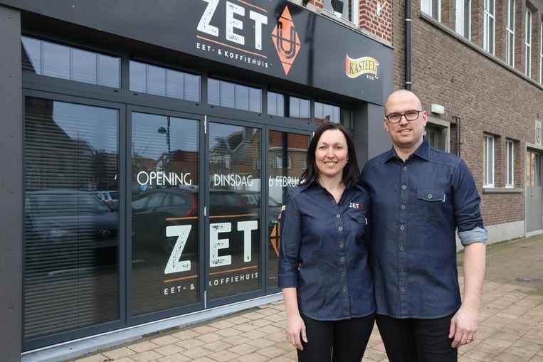 Maaike en haar man Kim bij koffiehuis Zet U.