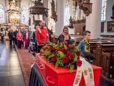 Heikese kerk: Afscheid met rode kist
