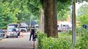 De politie doet onderzoek naar de schietpartij aan de Hoogheuvelstraat in Oss, waarbij op 4 juni Peter Netten om het leven kwam.