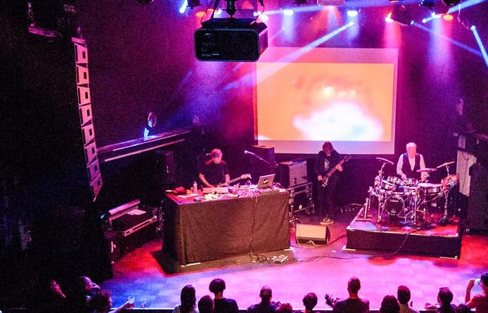 Micheal Rother tijdens een optreden in 013