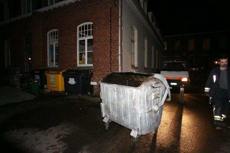Archiefbeeld. De brand woedde in dergelijke afvalcontainer.