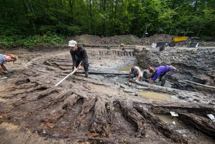 Bij opgravingen in de zomer van 2016 is een achttiende-eeuws vrachtschip in kaart gebracht. Dit wrak wordt nu beschermd met folie om te voorkomen dat het vergaat door uitdroging.