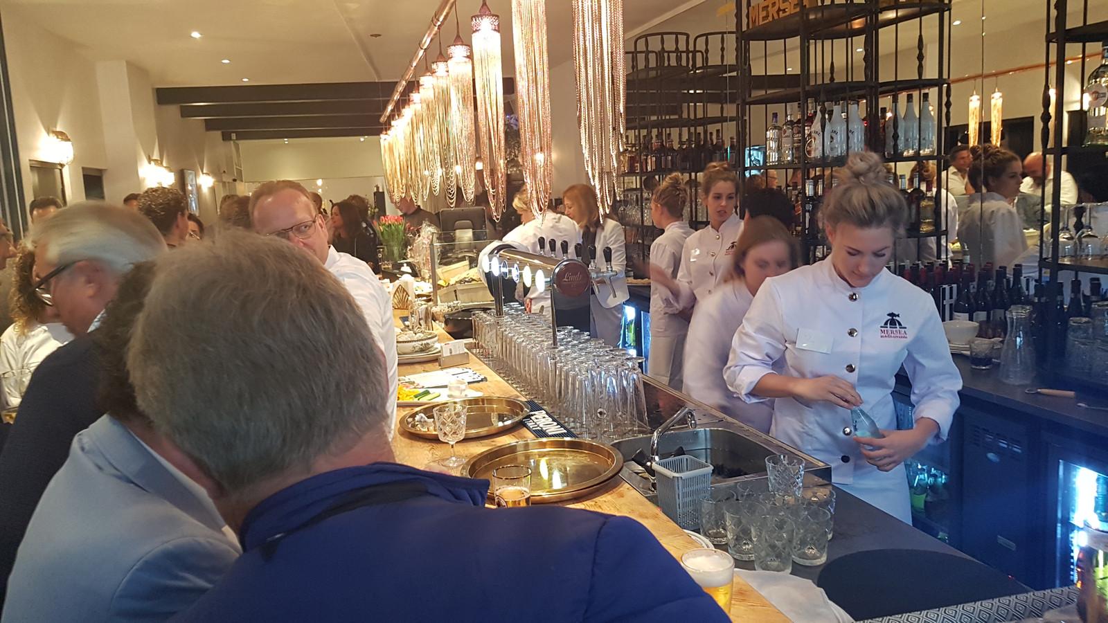 De bar in het café-restaurant.