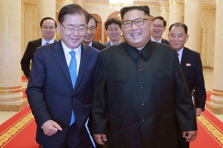 De Noord-Koreaanse leider Kim Jong-un samen met een Zuid-Koreaanse delegatie, eerder dit jaar.