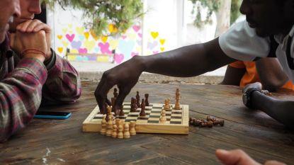 """Vluchtelingenkamp waar men aan yoga en tuinieren doet: """"Pikpa is een symbool van solidariteit"""""""