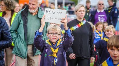 IN BEELD. 3.600 lopers en wandelaars in Brugge tegen kanker. Ze zamelen recordbedrag van 117.000 euro in